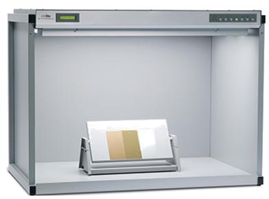 CMB Lichtkabine mit variabel einstellbaren Musterständer